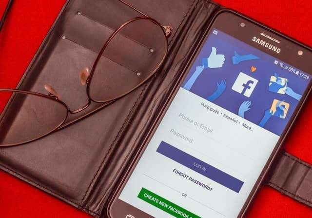 How to Get Back Deleted Messages and Data From Facebook